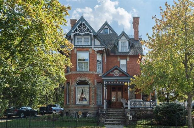 118 East Middle Street Chelsea MI 48118