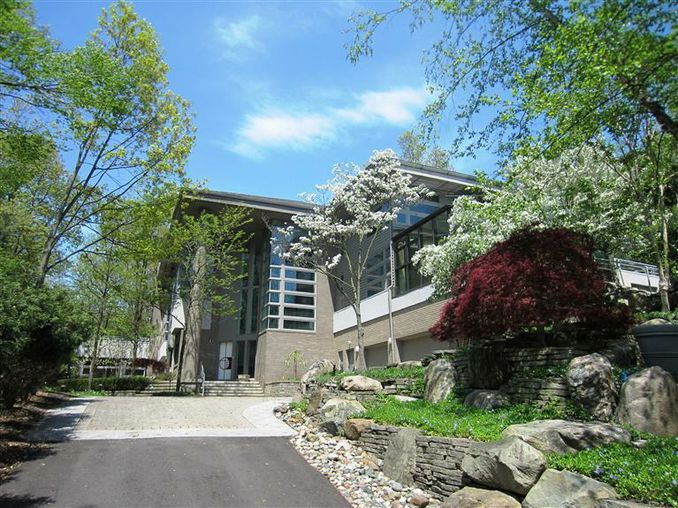390 Meadow Creek Ann Arbor, MI 48105