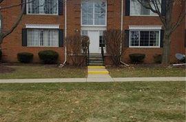 754 E FOX HILLS Drive Bloomfield Hills, MI 48304 Photo 4