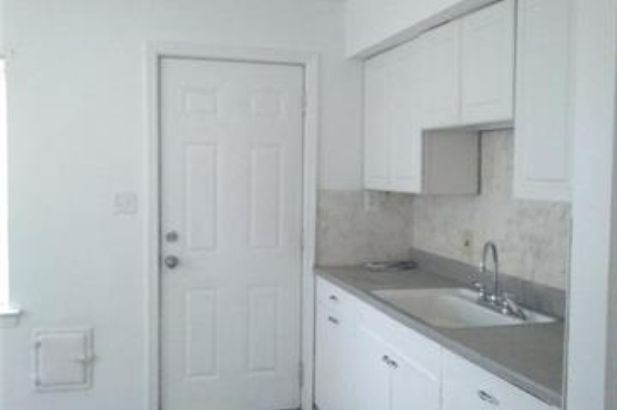 17720 CHESTER Street - Photo 4