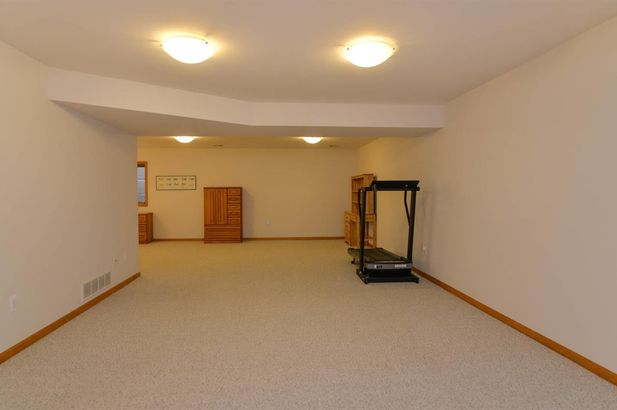 2096 Liberty Heights - Photo 33