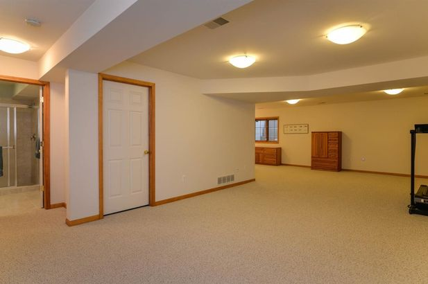 2096 Liberty Heights - Photo 34