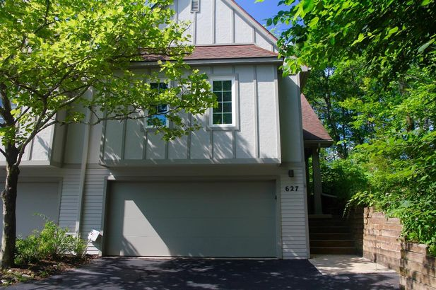 627 Ridgewood Court - Photo 2