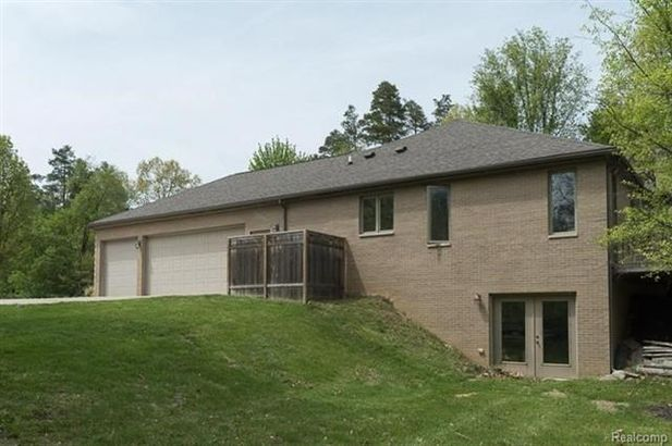 9329 Garrison Court - Photo 3