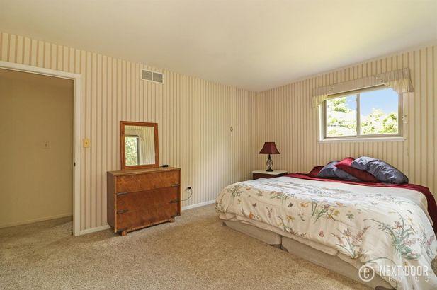 5925 Pine View Drive - Photo 21