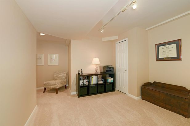 621 Creekside Court - Photo 30