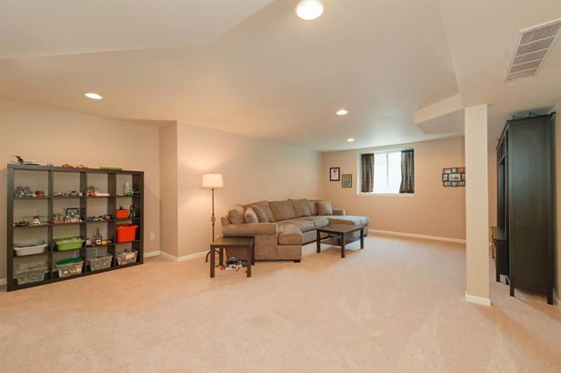 621 Creekside Court - Photo 33