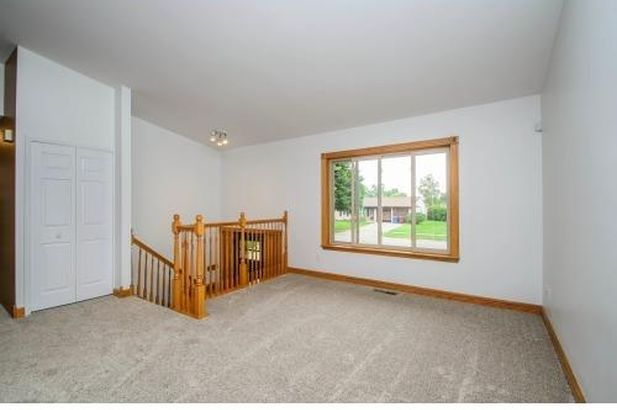 8469 Berkshire Drive - Photo 3