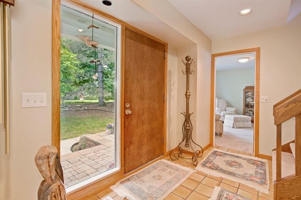 5975 Fox Hollow Court - Photo 4