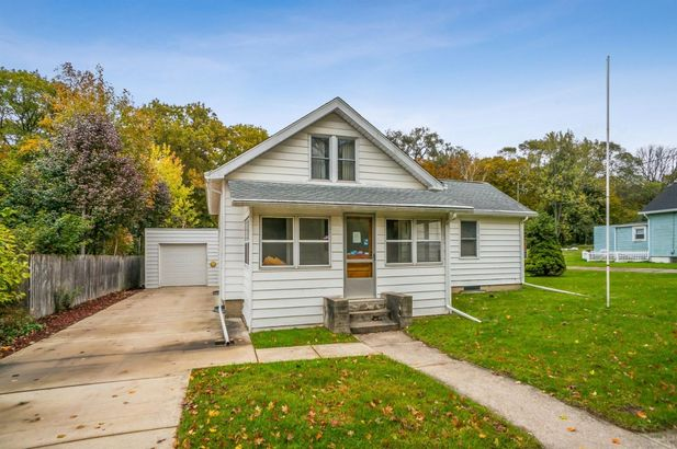 577 Lakeview Avenue - Photo 3