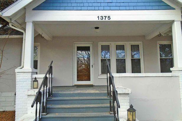 1375 Rosewood Street - Photo 2