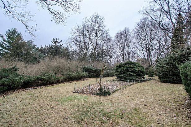 1095 Harold Circle - Photo 18