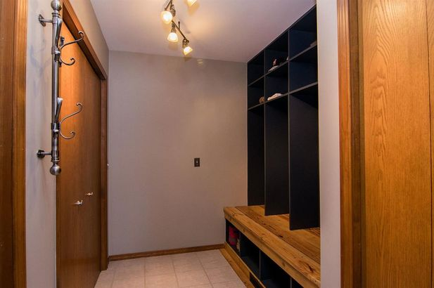 20995 Waterloo Road - Photo 33