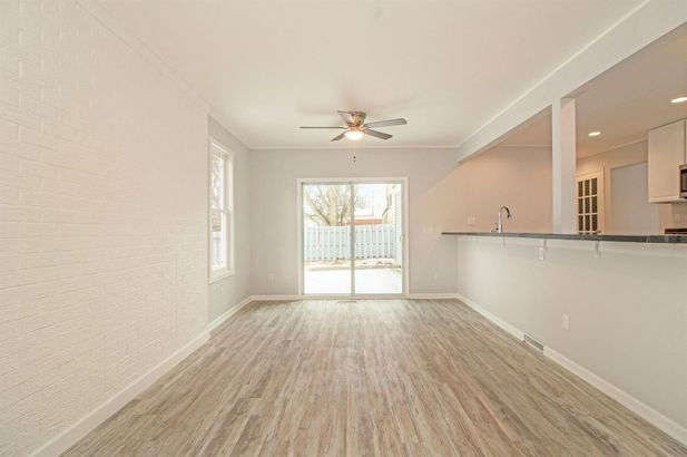 8952 Oxford Court - Photo 14