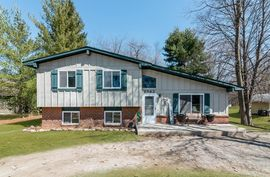 8583 Country Club Drive Pinckney, MI 48169 Photo 3