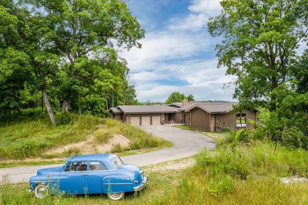 8997 Pleasant Lake Road - Photo 5