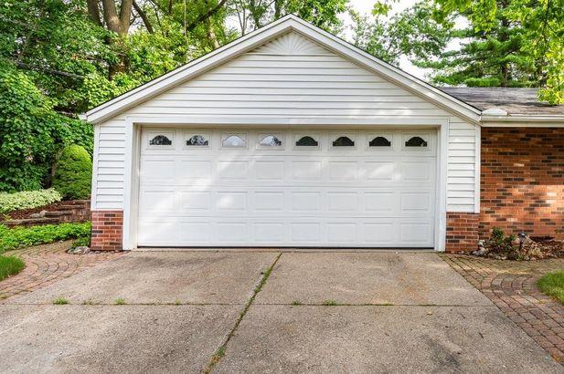 1560 Greenview Drive - Photo 42