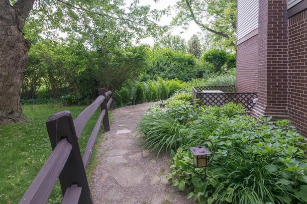 2862 N Baylis Drive - Photo 48