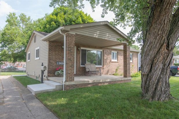1369 Crestwood Avenue - Photo 2