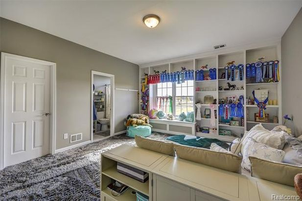 5711 Gregory Road - Photo 27