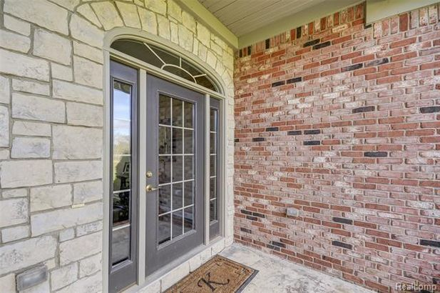 5711 Gregory Road - Photo 9