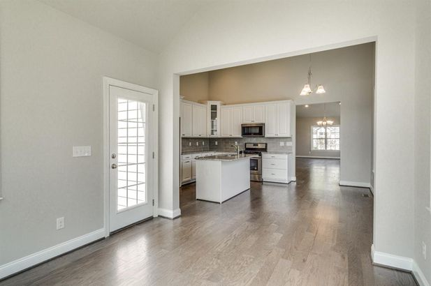2609 Oxford Circle - Photo 12