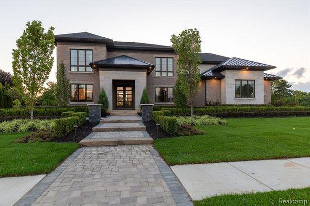 3230 Baron Drive Bloomfield Hills MI 48302