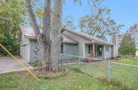 7752 Lakeshore Road Whitmore Lake, MI 48189 Photo 4