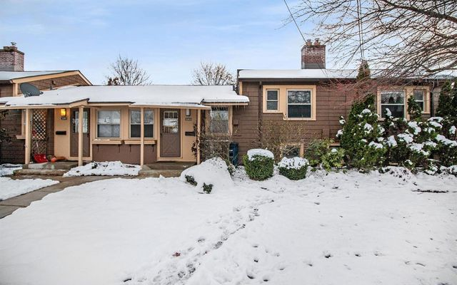 2263 Parkwood Avenue Ann Arbor, MI 48104