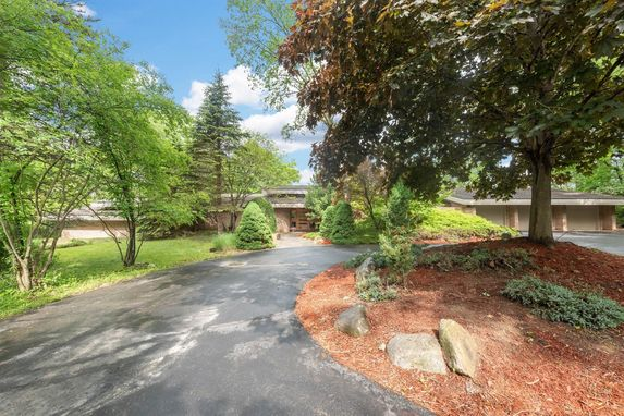 4955 Red Fox Run Ann Arbor, MI 48105