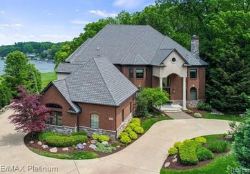 4591 OAK POINTE Drive Brighton, Mi 48116 - Image 1