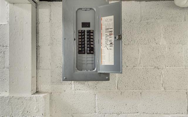 1114 W Hazelhurst Street - photo 33
