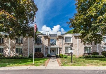 1725 TIVERTON RD UNIT 1 Road #1 Bloomfield Hills, Mi 48304 - Image