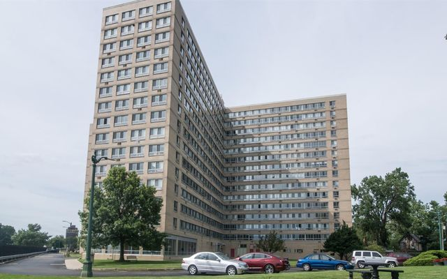 8900 E Jefferson Avenue #1014 Detroit, MI 48214