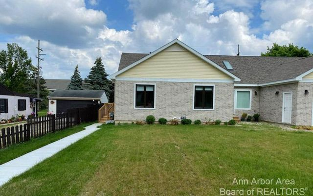 3123 Cherry Tree Lane Ann Arbor, MI 48108