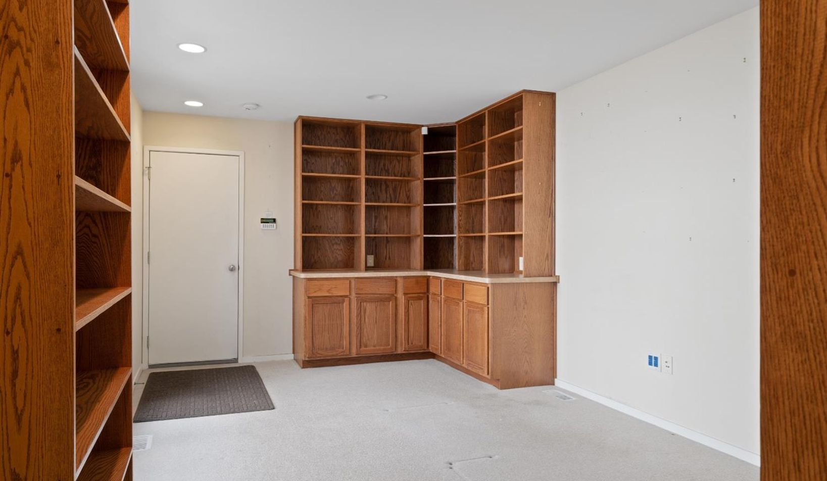 1055 Young Place - Photo 32