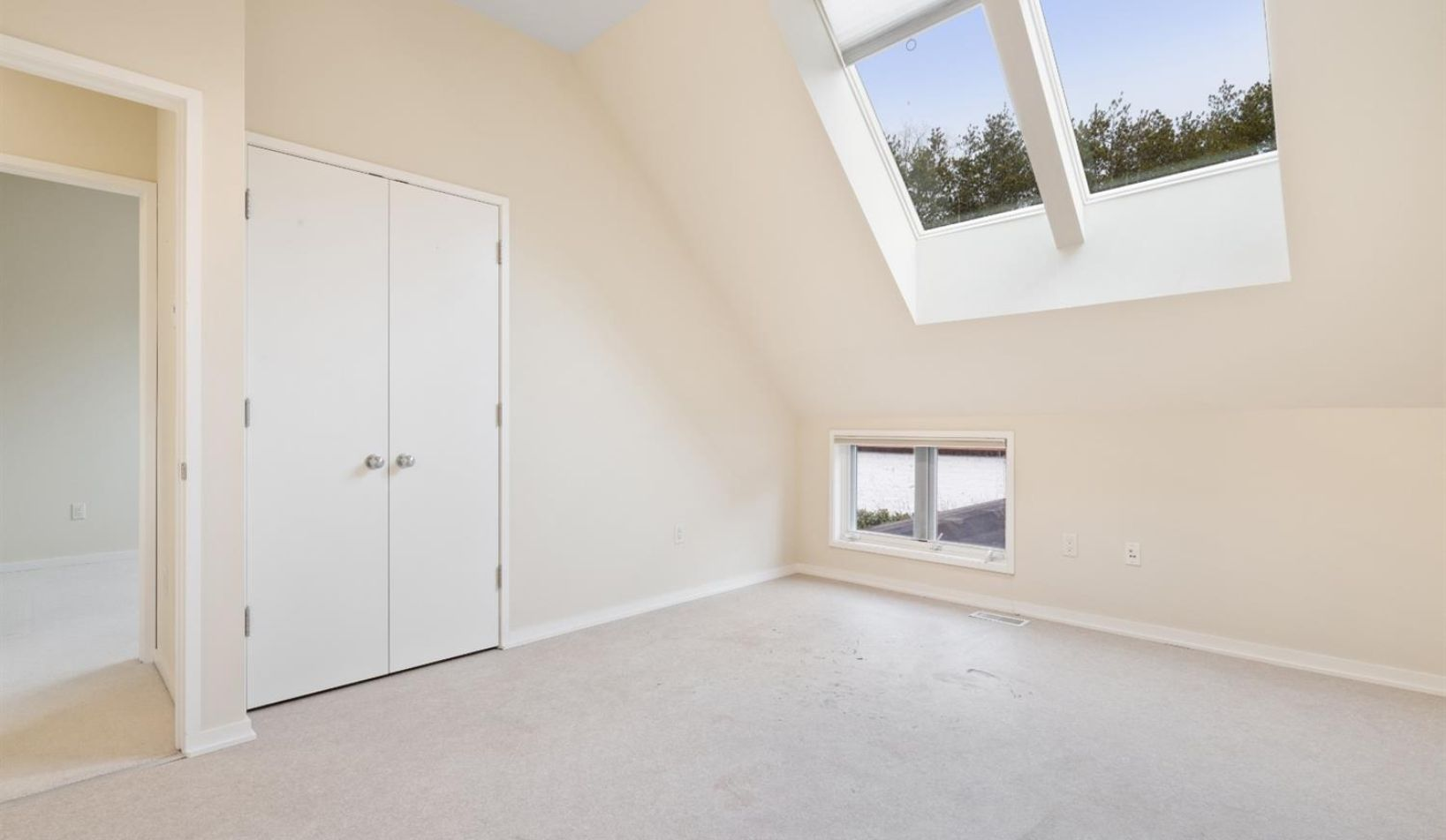 1055 Young Place - Photo 41