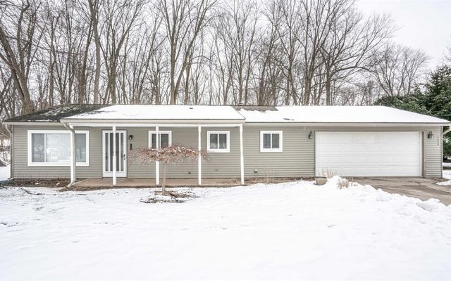 7935 Shady Beach Whitmore Lake, MI 48189