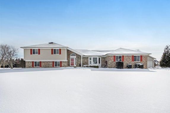 2821 Prairie Ridge Drive #14 Grass Lake, MI 49240