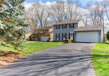 1433 WATERS EDGE Court Wixom, Mi 48393 - Image 1
