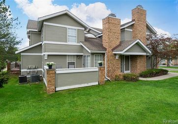 6782 STONEHEDGE Court West Bloomfield, Mi 48322 - Image 1