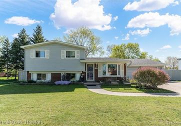 1290 AIRPORT Road Waterford, Mi 48327 - Image 1