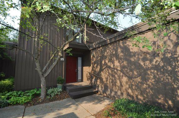 15 Westbury Court Ann Arbor, MI 48105