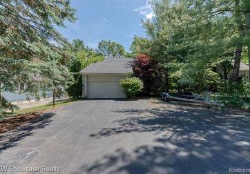 2441 Hoover Avenue West Bloomfield, Mi 48324 - Image 1