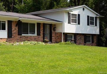 7033 Pebblecreek Road West Bloomfield, Mi 48322 - Image 1