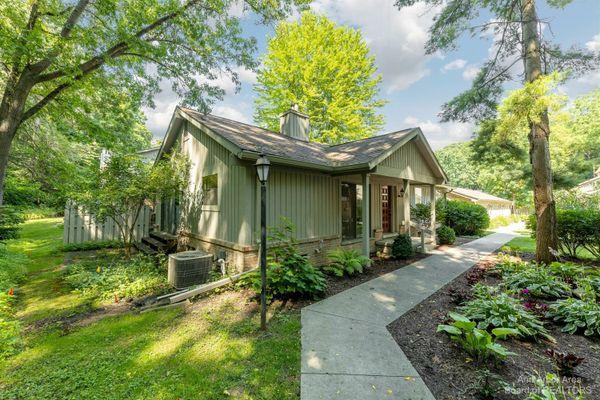 2210 Pine Grove Court Ann Arbor, MI 48103