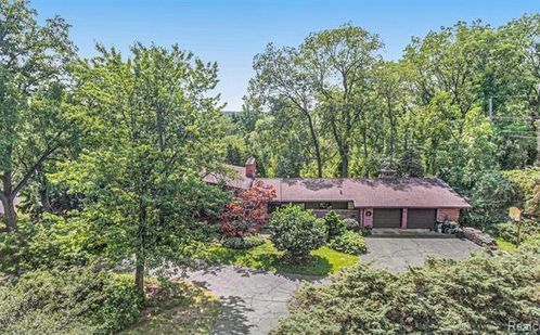 2411 Worcester Road West Bloomfield, Mi 48323