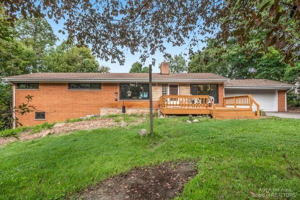 1180 Maple Heights Drive White Lake, MI 48386